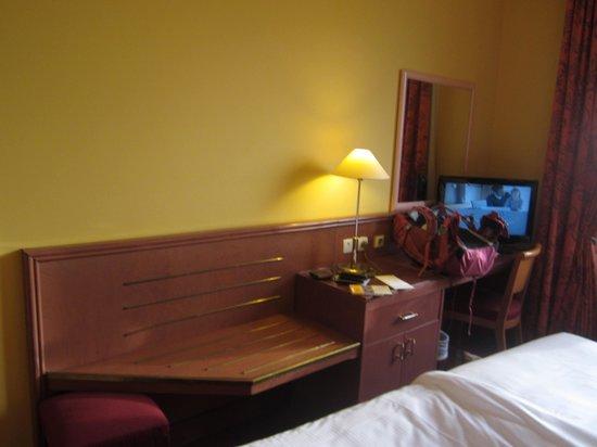 Hyatt Regency Paris Étoile: Room