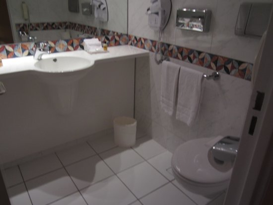 Hyatt Regency Paris Étoile: bathroom