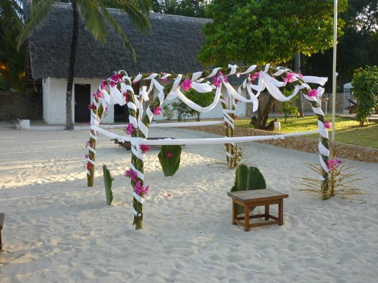 Diamonds Dream of Africa: Private dining on the beach