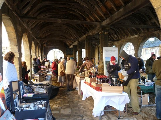 Noel Arms Hotel: Chipping Campden Food Market