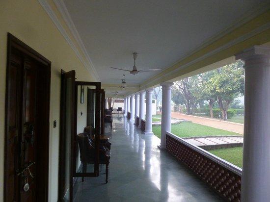 Vivanta by Taj - Sawai Madhopur Lodge : covered porch in front of my room