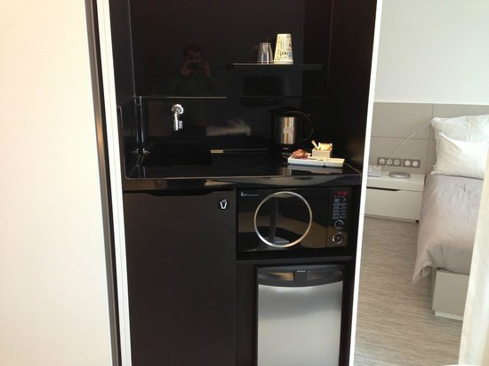 Novotel Suites Luxembourg : Sink + Microwave + Daily Tea;coffee;salt;sugar + Water Heater