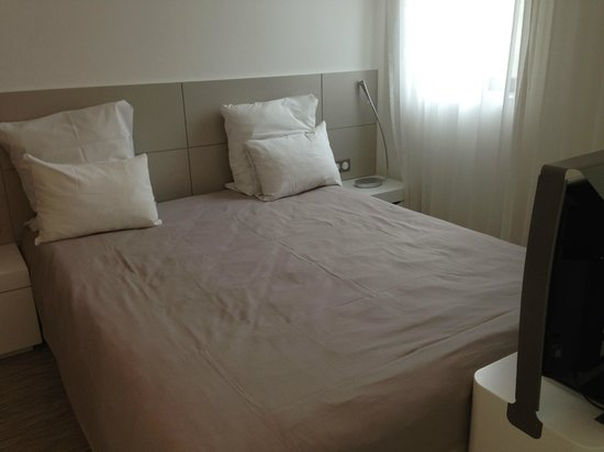 Novotel Suites Luxembourg : Nice-size bed