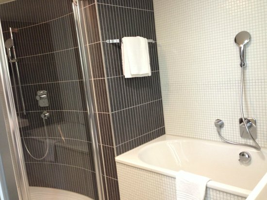 Novotel Suites Luxembourg : Nice bathroom area
