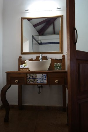 Hospedaria Abrigo de Botelho: charming vanity counter