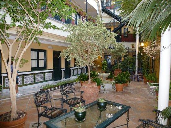 BEST WESTERN Cervantes Hotel -- Seville : Atrio dell'albergo