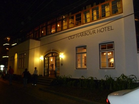 Old Harbour Hotel: Front of the Hotel