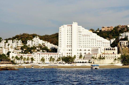 Tesoro Manzanillo: Hotel view from ocean