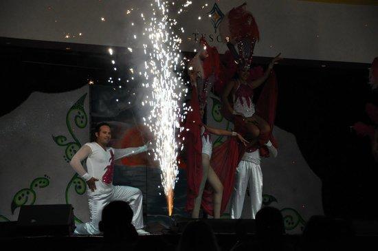 Tesoro Manzanillo: Show