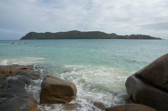 Raffles Seychelles: Вид на соседний остров