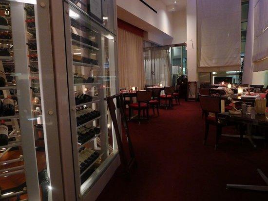 Le Cirque Cafe: The interior