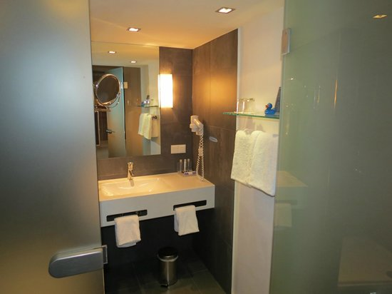 arthotel Blaue Gans: The bathroom