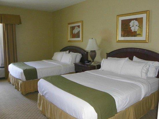 Holiday Inn Express Fairfield : 2 Queen Beds