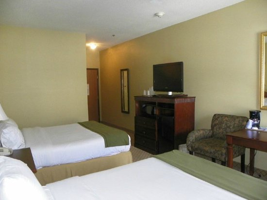 "Holiday Inn Express Fairfield: 32"" Television, Microwave and Fridge"