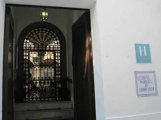 Marques De Torresoto: entrada al hotel