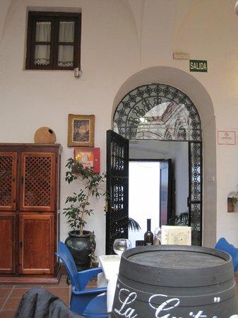 Marques De Torresoto: recepción y patio/restaurante