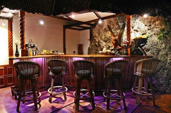 Enrique Villanueva, Филиппины: Bar at Kalachuchi Beach Resort