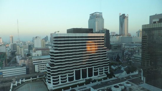 Renaissance Bangkok Ratchaprasong Hotel: outside view from the room