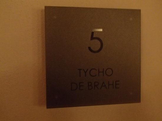 Hotel U Zeleneho hroznu (Hotel At the Green Grape): Hotel rooms named after famous people