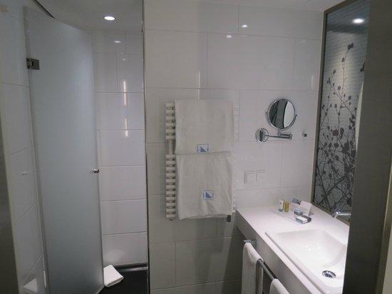 Eurostars Book Hotel : Bathroom