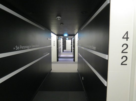 Eurostars Book Hotel: The hallway to the rooms