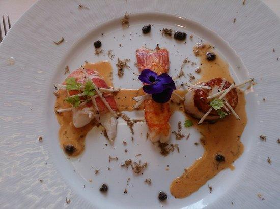 Restaurant des Bains : Petit délices de la mer et truffes noires de la région Jus bisque