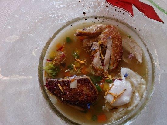 Restaurant des Bains : Consommé de caille et l'escalope de foie gras de canard parfumée au foin de petites fleurs