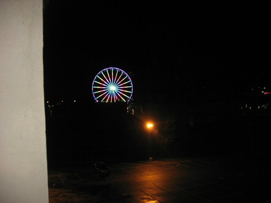 Valley Forge Inn: Skywheel light show