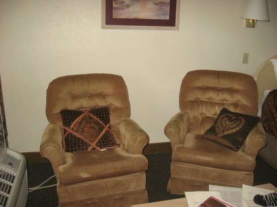 Valley Forge Inn: Comfy chairs