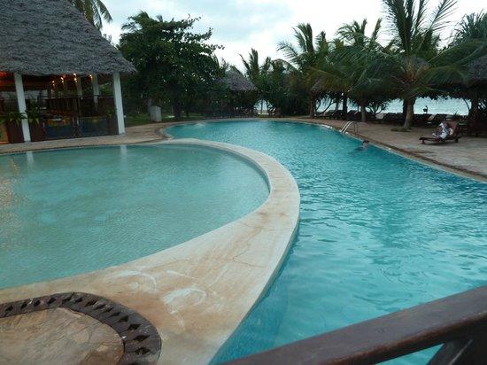 Uroa Bay Beach Resort: piscine