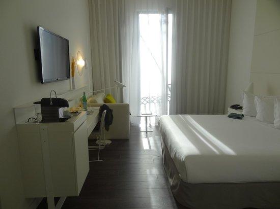 H10 Urquinaona Plaza Hotel : pokój