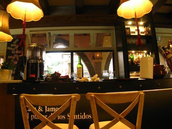 Restaurante Cava & Jamon: il bancone