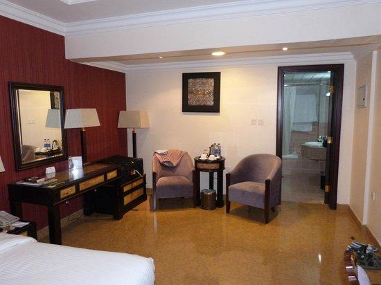 Tulip Inn Muscat : Chambre -coin salon