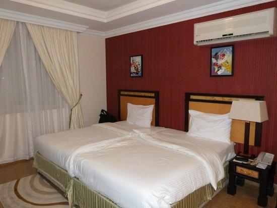 Tulip Inn Muscat : Chambre