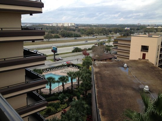 Rosen Inn at Pointe Orlando: view from the room, looking to the pool, I-4