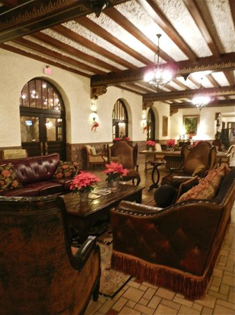 Holland Hotel: Main sitting Area with Beautiful Beams