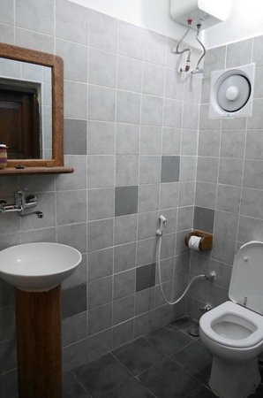 Warere Town House: Salle de bain chambre 01 - Moderne