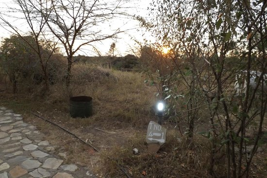 Kichakani Mara Camp: illuminazione notturna inesistente