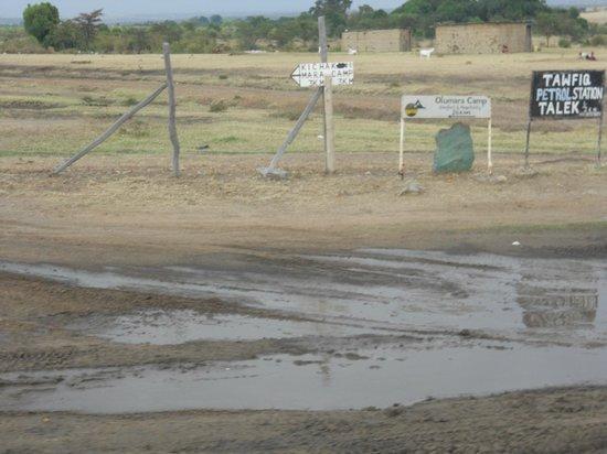 Kichakani Mara Camp: indicazioni dell'hotel a mano su asse di legno