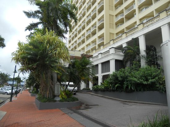 Pullman Cairns International : Front of the hotel
