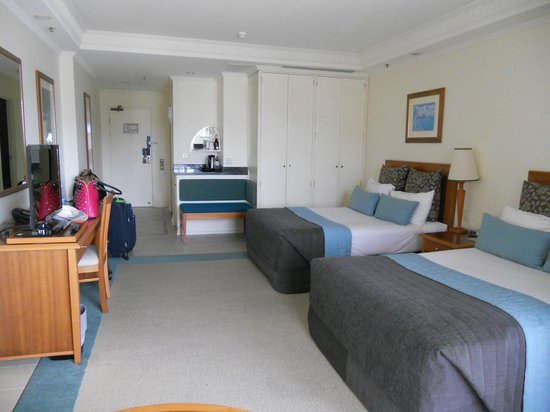 Pullman Cairns International: Double room with harbour view