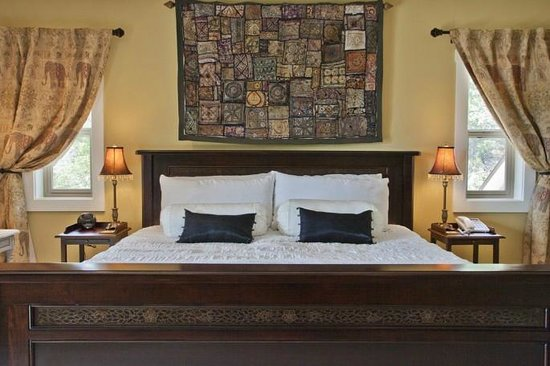 Forgotten Hill Bed & Breakfast: Elephant Rm @ Forgotten Hill - elegant with a touch of exotic
