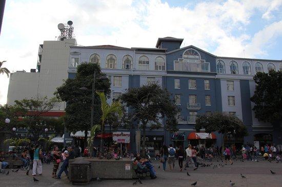 Gran Hotel Costa Rica: VUE DEPUIS LA PLACE