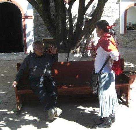 La Casa de Mis Recuerdos B&B : Nora, making arrangements so we can enter another historic site