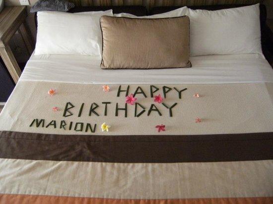 Preskil Beach Resort: Decorated bed