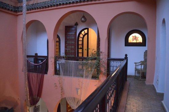 riad el grably : étage au dessus du patio principal