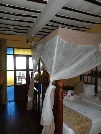 Zanzibar House: Chambre style colonial