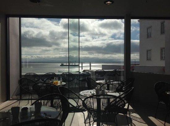 Memmo Alfama Hotel: restaurant view