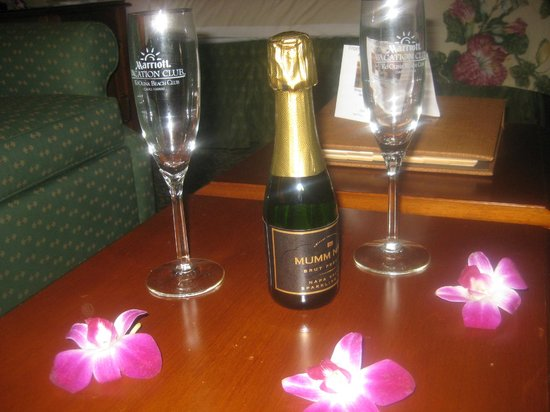Marriott Ko Olina Beach Club: Champagne in room