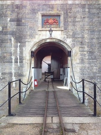Hurst Castle: Entrance.